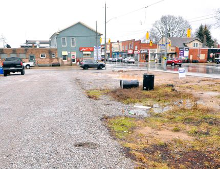 The Port Dover Board of Trade wants to form a partnership with Norfolk County to purchase this lot on the corner of Main and Chapman St. If successful, the space would be converted into a parking lot. JACOB ROBINSON/Simcoe Reformer