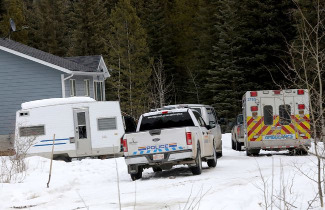 RCMP investigate a home in Morley where 10 children and four adults were taken to hospital in Calgary on Wednesday April 4, 2018. Darren Makowichuk/Postmedia