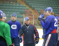 Dave Clancy runs through some drills with the Rayside-Balfour Canadians during practice at the Gerry McCrory Countryside Sports Complex in Sudbury, Ont. on Tuesday September 20, 2016. Clancy has joined the Espanola Express as head coach. Gino Donato/Sudbury Star/Postmedia Network