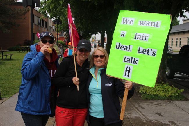 <p>Striking city workers continued to picket outside city hall as talks between the two sides resumed on Wednesday June 6, 2018 in Cornwall, Ont. </p><p>