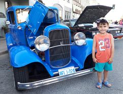 Jonathan Spooner, 5, of Cambridge was impressed by the 1931 Ford B Tudor owned by Wayne Kilmer of Aylmer. (Troy Patterson/Kincardine News and Lucknow Sentinel)