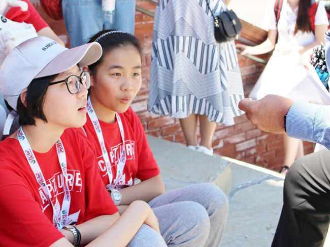 Zhou Yanzhang, right, is impressed with the pin Mayor Dan Mathieson hands her on Monday, July 9, 2018 in Stratford, Ont. (Terry Bridge/Stratford Beacon Herald)