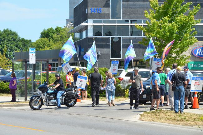 Picketers at the OPSEU rally Wednesday outside the Owen Sound Medical Centre. Mediated bargaining will resume Tuesday. (Scott Dunn/The Sun Times)