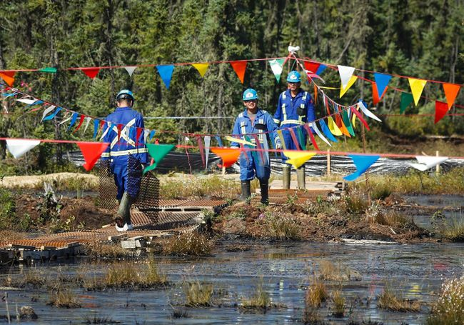 Crews work to contain and clean up a pipeline spill at Nexen Energyâ€TMs Long Lake facility near Fort McMurray, Alta., Wednesday, July 22, 2015.THE CANADIAN PRESS/Jeff McIntosh