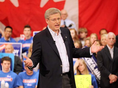 Prime Minister Stephen Harper speaks to the party faithful during a campaign stop in Winnipeg on Tuesday. (BRIAN DONOGH/WINNIPEG SUN)