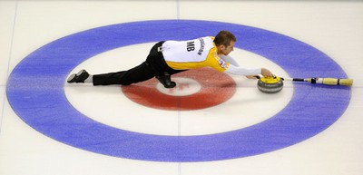 Manitoba skip Jeff Stoughton curls against Ontario during the final game at the Brier curling championships in London, Ontario, March 13, 2011. (MARK BLINCH/REUTERS)