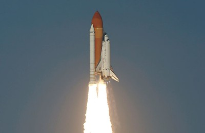 Space shuttle Discovery lifts off from the Kennedy Space Center in Cape Canaveral, Florida, February 24, 2011. REUTERS/Michael Berrigan