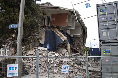 A damaged backpackers hostel is seen after an earthquake in central Christchurch February 22, 2011. A strong earthquake killed at least 65 people in New Zealand's second-biggest city of Christchurch on Tuesday, with more casualties expected as rescuers worked into the night to find scores of people trapped inside collapsed buildings.  REUTERS/Simon Baker