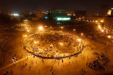 A general view of anti-government demonstrators gathered at Tahrir Square in Cairo February 2, 2011.  REUTERS/Amr Abdallah Dalsh