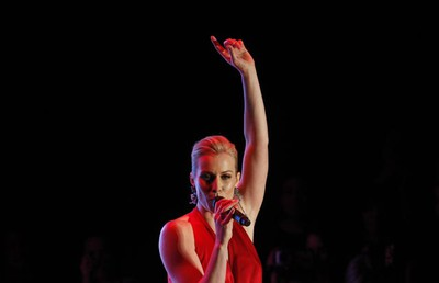 Natasha Bedingfield sings during the Heart Truth's Red Dress Collection 2011 Fashion Show at New York Fashion Week Feb. 9, 2011. (Eric Thayer/REUTERS)