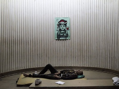 An injured protester lies at the Egyptian opposition Progressive Party's office in Cairo during major unrest in Cairo on January 28, 2011. (AFP PHOTO/MARCO LONGARI)