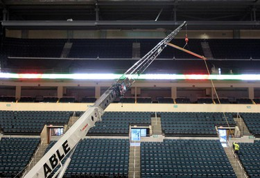 A large crane moves a beam for the expanded press box at the MTS Centre in Winnipeg Jan. 26, 2011. (BRIAN DONOGH/Winnipeg Sun)