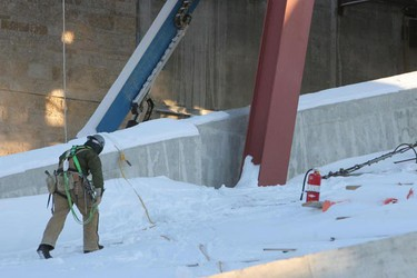 Construction workers at the Canadian Museum for Human Rights continue working in bitterly cold weather Thursday, Jan. 20, 2011. (MARCEL CRETAIN/Winnipeg Sun)