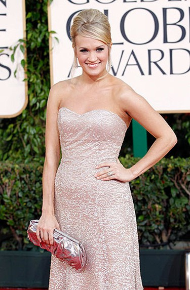 Country singer Carrie Underwood arrives at the 68th annual Golden Globe Awards in Beverly Hills, California, January 16, 2011. REUTERS/Mario Anzuoni