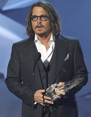 Johnny Depp accepts the favorite movie actor award at the 2011 People's Choice Awards in Los Angeles January 5, 2011. (Reuters)