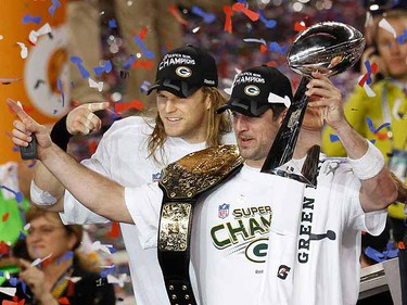 Green Bay Packers' Aaron Rodgers hoists the Vince Lombardi trophy along with teammate linebacker Clay Matthews.    (REUTERS/Gary Hershorn)