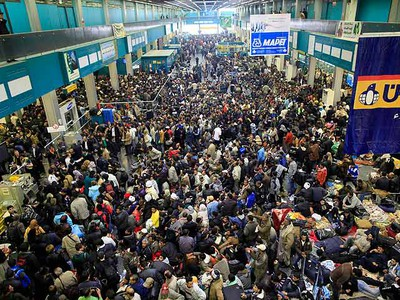 A crowd of people trying to leave Libya fills the departure hall at Tripoli's airport February 26, 2011. (REUTERS/Ahmed Jadallah)