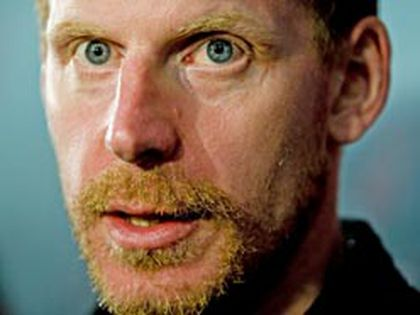 Daniel Alfredsson's back injury has ended his season, the Senators said on Monday. (File photo)