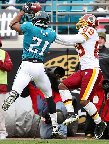 Derek Cox (L) of the Jacksonville Jaguars intercepts a pass to Santana Moss of the Washington Redskins in the end zone during the first half of their NFL football game in Jacksonville, Florida on Dec. 26, 2010. (REUTERS)