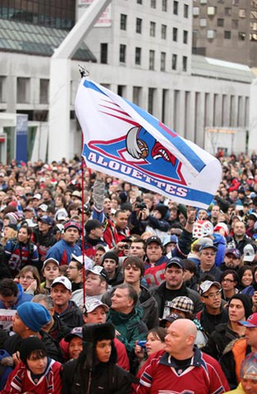 The Grey Cup parade made its way down Ste-Catherine street Wednesday as Alouettes players greeted thousands of fans. (Philippe-Olivier Contant/QMI AGENCY)