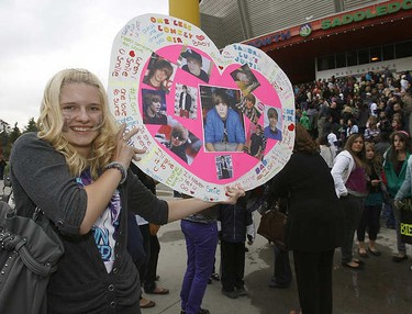 Thousands of screaming teens came out to the Pengrowth Saddledome in Calgary to catch the, Justin Bieber, sensation who is selling out arenas across Canada on Monday September 20, 2010.DARREN MAKOWICHUK/CALGARY SUN