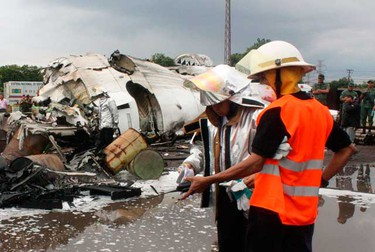 Rescue workers survey the site where a ATR-42 plane crashed in Puerto Ordaz, on Sept. 13, 2010. (REUTERS)
