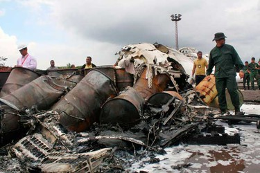 Rescue workers search for victims at the place where a ATR-42 plane crashed in Puerto Ordaz, on Sept. 13, 2010. (REUTERS)