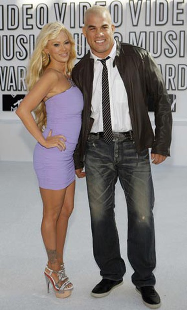 Actress Jenna Jameson and boyfriend, Ultimate Fighting Championship star Tito Ortiz, pose at the 2010 MTV Video Music Awards in Los Angeles, California, September 12, 2010.   REUTERS/Mario Anzuoni