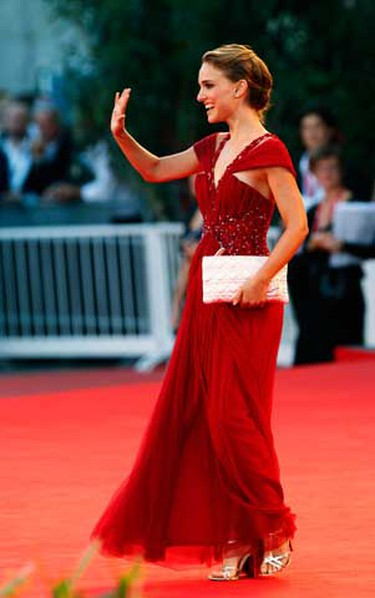 """Actress Natalie Portman waves during the """"Black Swan"""" red carpet premier at the 67th Venice Film Festival on Sept. 1, 2010.   (REUTERS)"""