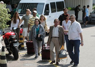 Tourists evacuate the Intercontinental Hotel in Rio de Janeiro August 21, 2010, after a group of suspected drug dealers took people hostage in the hotel. The group entered the hotel and took hostages on Saturday while trying to escape from the police after holding a meeting in the Vidigal slum, according to local media. (REUTERS)