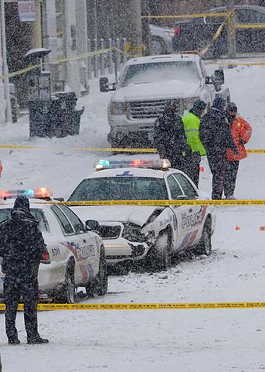 Police officers inspects the scene near Avenue Rd. and Davenport in Toronto, Wednesday, January 12, 2011.  (Dave Thomas/QMI Agency)
