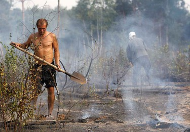 Local residents work to prevent new fire outbreaks on the outskirts of the Russian city of Voronezh, July 30, 2010. Forest fires sweeping across European Russia on Friday killed at least 25 people and forced the evacuation of thousands in the hottest weather since records began 130 years ago.  (REUTERS)