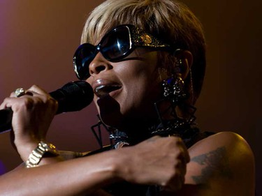 Mary J Blige performs during Lilith Fair 2010 at the Molson Canadian Amphitheatre in Toronto, Canada July 24, 2010. (DAVE THOMAS/Toronto Sun)
