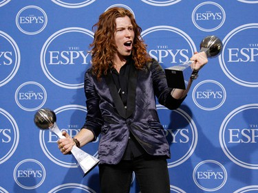 U.S. Olympic snowboarder Shaun White celebrates backstage with his awards for best male Olympian and best male action sport athlete at the 2010 ESPY Awards in Los Angeles, California July 14, 2010.    (REUTERS/Danny Moloshok)