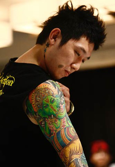 Showing off art Thailand style at the Northern Ink Xposure convention in Toronto. (JACK BOLAND, Toronto Sun)