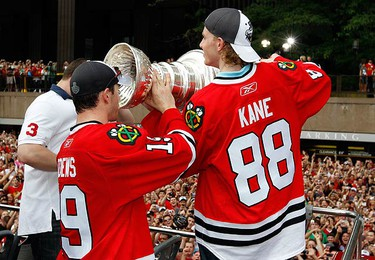 Chicago Blackhawks' Patrick Kane (R) helps team-mate Jonathan Toews drink from the Stanley Cup during a parade to honor the winners of NHL's hockey championship in Chicago June 11, 2010.  (REUTERS)