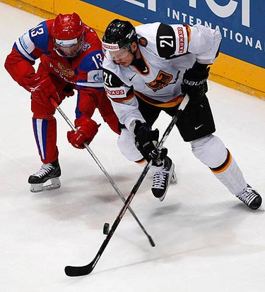 Russia's Pavel Datsyuk (L) challenges Germany's John Tripp during their Ice Hockey World Championships match in Cologne May 15, 2010.  (REUTERS)