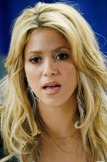 """Colombian pop singer Shakira speaks out against Senate Bill 1070 at a news conference at city hall in Phoenix, Arizona April 29, 2010. Arizona's Republican governor, Jan Brewer, signed a measure into law on Friday that makes it a state crime to be in Arizona illegally. It also requires state and local police to determine a person's immigration status if there is """"reasonable suspicion"""" they are undocumented. (REUTERS)"""