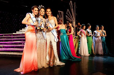 Thailand's Nalada Thamthanakom (2nd L) is flanked by runners-up Chanya Denfanapapol (R) and Numpath Prasochok after winning the annual Miss Tiffany's Universe 2010 transvestite contest in the beach resort town of Pattaya, nearly 150 km (90 miles) southeast of Bangkok on May 7, 2010. (REUTERS)