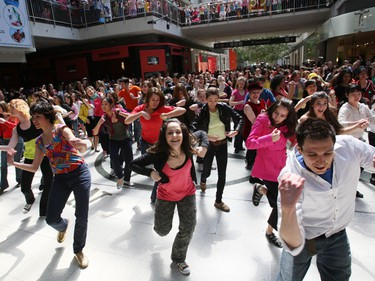 """About 300 of National Ballet School community program students, ranging in age from 7 to 85, participated in a """"spontaneous"""" dance at the Eaton Centre. (CRAIG ROBERTSON/Toronto Sun)"""