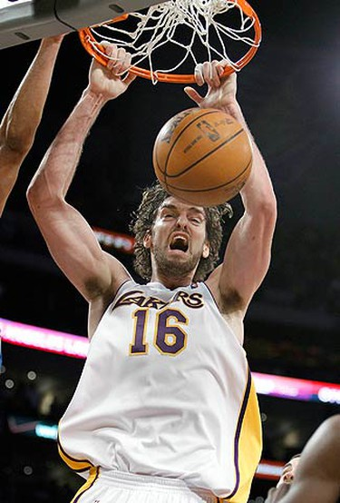 Los Angeles Lakers Pau Gasol of Spain slam dunks against Oklahoma City Thunder during the first half of Game 1 of their NBA Western Conference playoff series in Los Angeles, on April 18, 2010. (REUTERS)