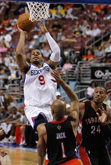 Philadelphia 76ers Andre Iguodala shoots under pressure from Toronto Raptors Jarrett Jack (1) and Sonny Weems (24) during the fourth quarter of NBA basketball action in Philadelphia, Pennsylvania on April 3, 2010.  (REUTERS)