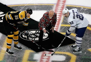 NHL legend Don Cherry drops the ceremonial first puck for Boston Bruins defenceman Zdeno Chara (L) and Toronto Maple Leafs defenceman Francois Beauchemin (R) before their NHL hockey game in Boston, Massachusetts on March, 4 2010.  (REUTERS)