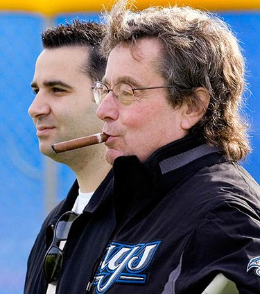 Toronto Blue Jays General Manager Alex Anthopoulos (L) and Blue Jays President Paul Beeston watch players work out at the team's MLB baseball spring training facility in Dunedin, Florida on Feb. 19, 2010. (REUTERS)