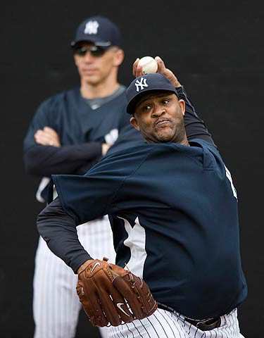New York Yankees manager Joe Girardi (L) watches as pitcher C.C. Sabathia throws in the bullpen during a workout at the team's baseball spring training camp at George M. Steinbrenner Field in Tampa, Florida, on Feb. 20, 2010. (REUTERS)