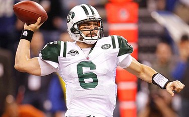 New York Jets quarterback Mark Sanchez throws in the first quarter against the Indianapolis Colts during the AFC Championship football game in Indianapolis on Jan. 24, 2010. (REUTERS)
