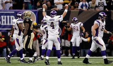 Minnesota Vikings quarterback Brett Favre celebrates a first quarter touchdown against the New Orleans Saints in the NFL's NFC Championship football game in New Orleans, Louisiana on Jan. 24, 2010. (REUTERS)