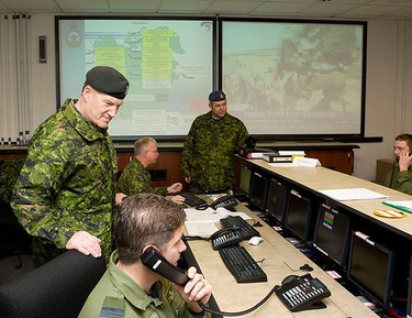 Chief of The Defense Staff, General Walt Natynczyk talk with Canadian Forces members in the Operations Centre/Command Post for coordinating efforts from CFB Trenton on Sunday. The Honourable Peter MacKay, Minister of National Defence and Minister for the Atlantic Gateway, along with the Chief of the Defence Staff, General Walt Natynczyk visited 8 Wing, CFB Trenton on Jan. 17, 2009. The Minister and the Chief of the Defence Staff met with Canadian Forces personnel to thank them for their work as part of Op HESTIA. (QMI Agency)