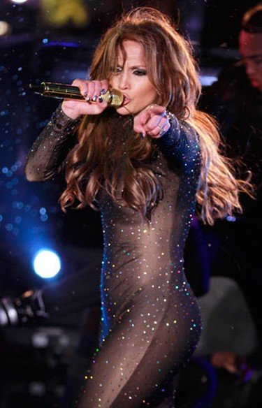 Jennifer Lopez performs as a light rain fell on the Nivea Countdown Stage on Times Square in New York Thursday, Dec. 31, 2009. (REUTERS)