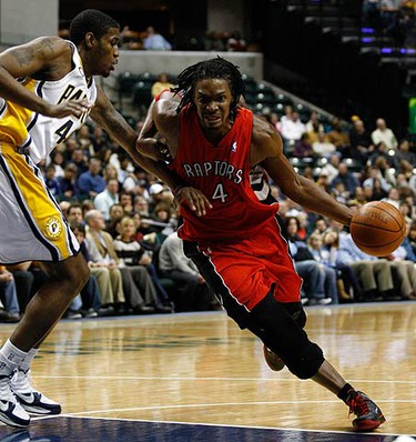 Toronto Raptors forward Chris Bosh (R) drives into the lane guarded by Indiana Pacers forward Solomon Jones during the second quarter of their NBA basketball game in Indianapolis on Jan. 11, 2010. (REUTERS)